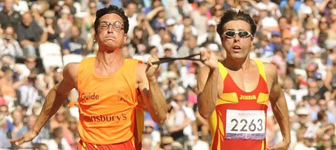 Image of Xavi and Enric in full 100 meter dash